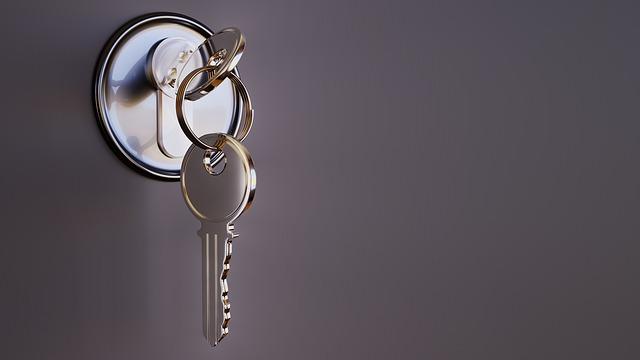מגן אצבעות לדלת – איך בוחרים נכון